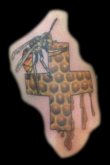 Tattoo Columbus Ohio Billy Hill - Tattoo Bee and Honeycomb
